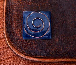 Complementos artesanales realizados en esmalte al fuego