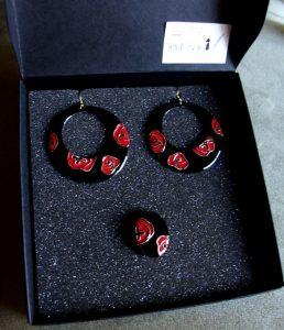 pendientes y anillo de esmalte