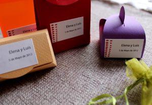 Cajita para introducir los detalles para una boda