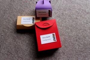 Cajita de cartulina roja para los regalitos de boda
