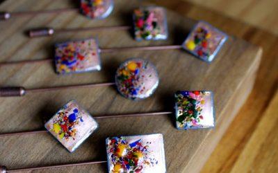 Alfiler de boda con mosaico de colores Oderi