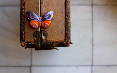 Broche de esmalte al fuego mariposa Ehime