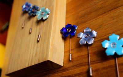 Alfiler de boda flor de esmalte Hualalai