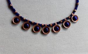 collar de inspiración romana