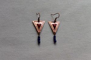 Pendientes de cobre y esmalte al fuego basados en joyas romanas