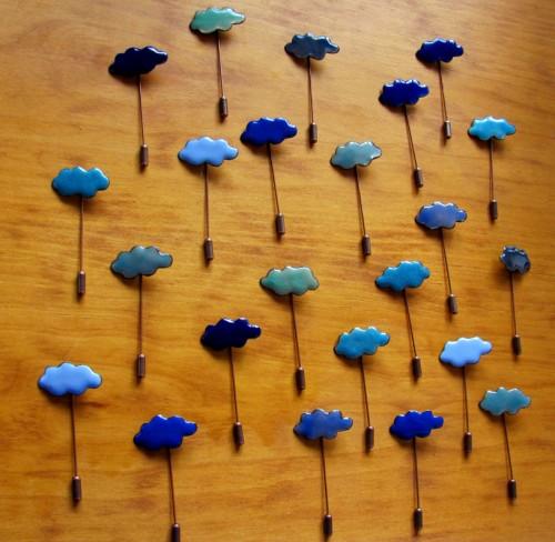 Alfileres de nubes azules