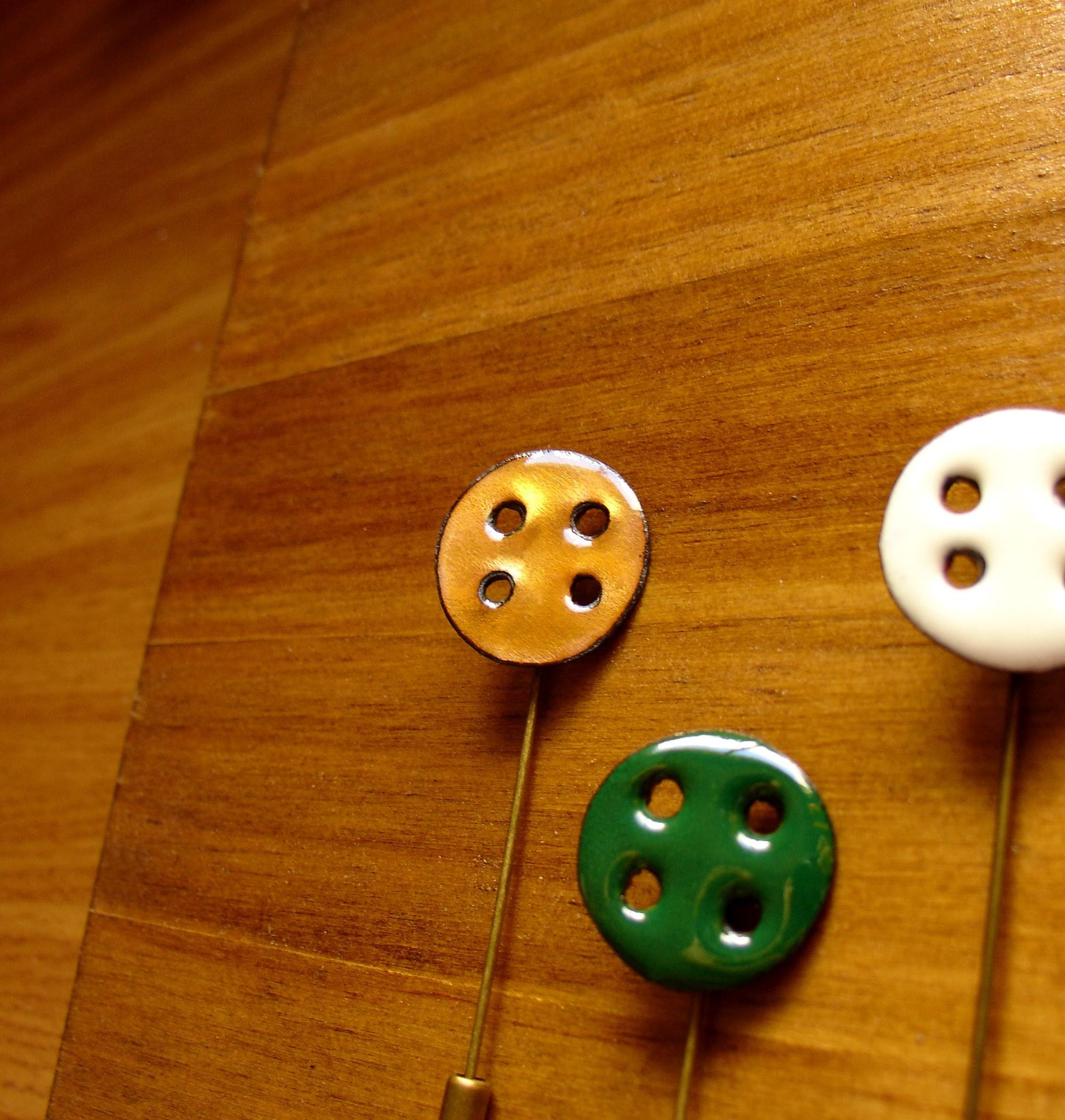 Alfiler-con-forma-de-boton