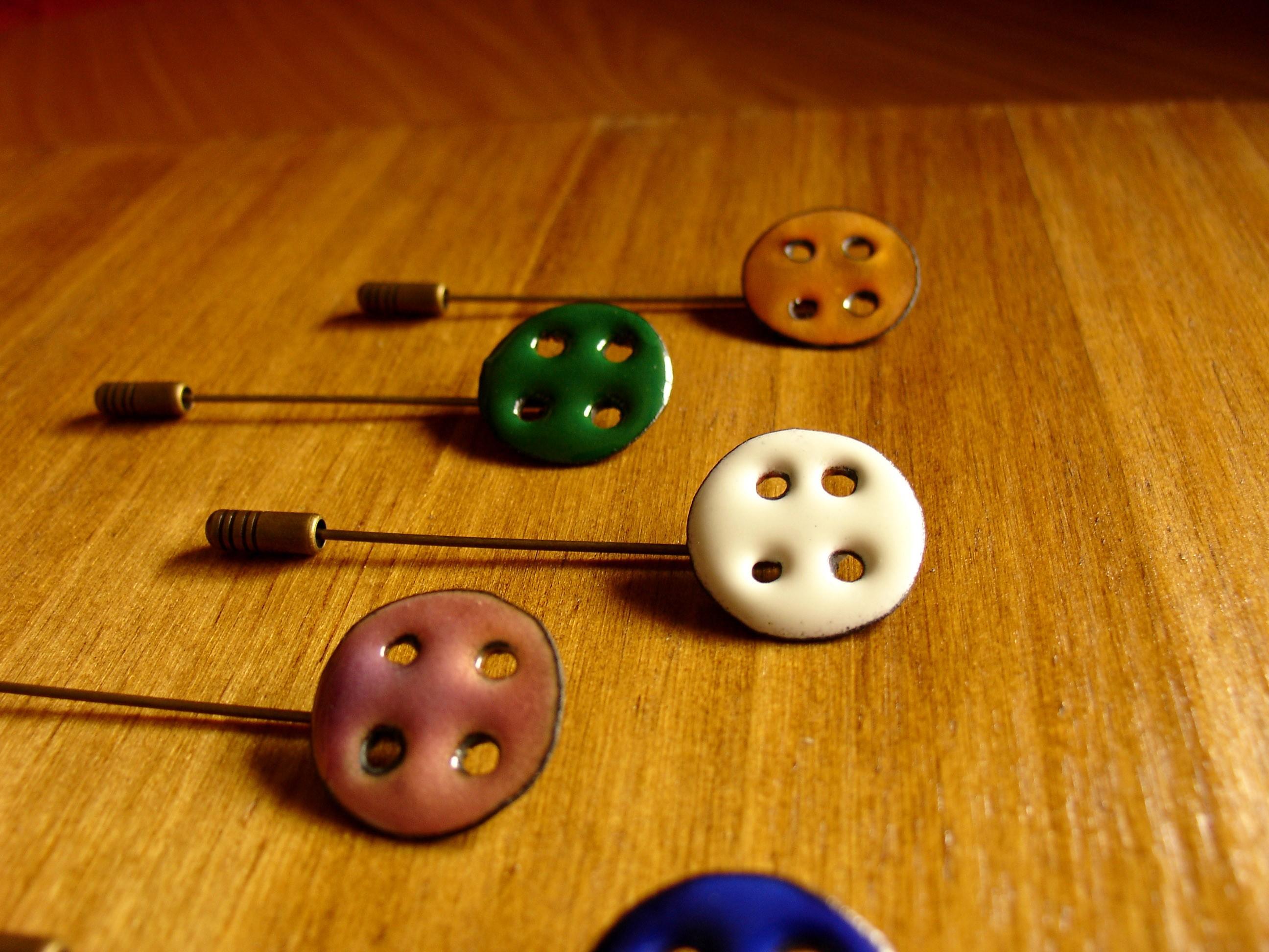 Alfiler-en-forma-de-botón