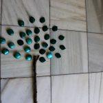 Árboles con hojas de metal