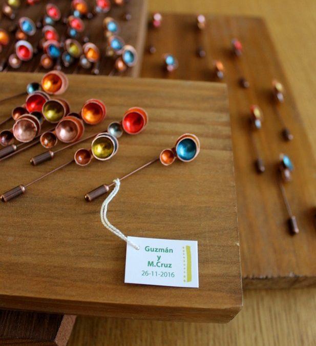 Alfiler con cuencos de cobre coloreados Orel